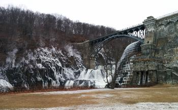 Croton Dam walkway and spillover from below