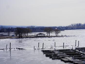 Senasqua Park and a somewhat frozen Hudson River.