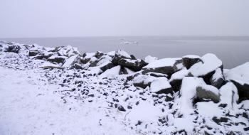 Wintry view of Hudson River.