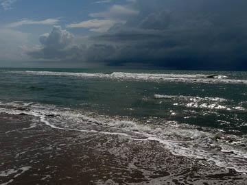 Beach storm (2013). © 2016 Peter Wetzel.